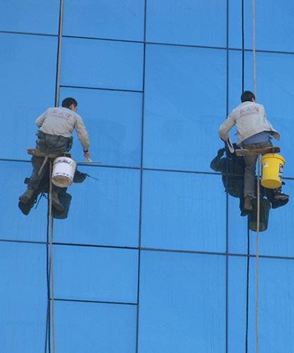 光明最专业的高空玻璃清洗收费标准售后无忧